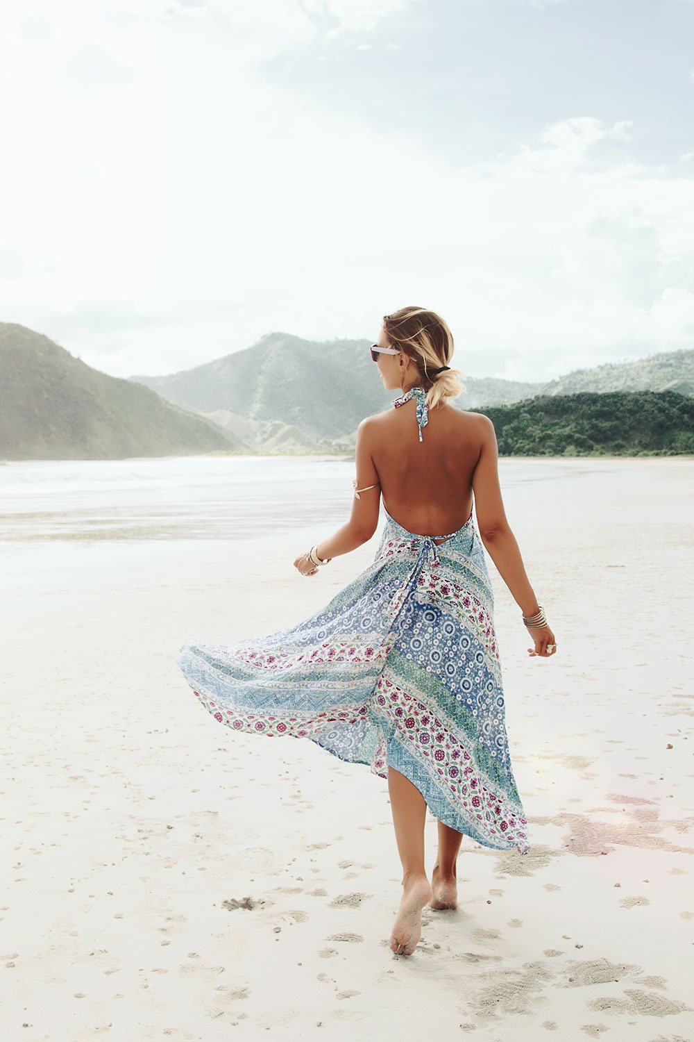 Hello Beaches Feminine WordPress theme